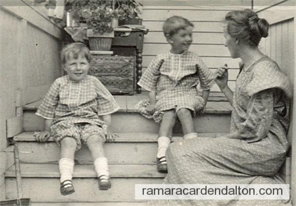 Carl, John & Violet (Holmes) Simons  circa1915
